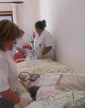 Enfermeiros do CHLP levam cuidados e conforto aos seniores do Casal Malta